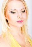 Junge schöne blonde Frau mit stilvoller Verfassung Stockbilder