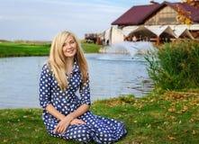 Junge schöne blonde kaukasische Frau Lizenzfreies Stockbild