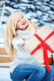 Junge schöne blonde kaukasische Frau Lizenzfreie Stockfotos