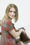 Junge schöne blonde Mädchenöffnung bitten Lizenzfreie Stockfotos