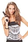 Junge schöne Dame mit schwarzer Pistole stockfoto