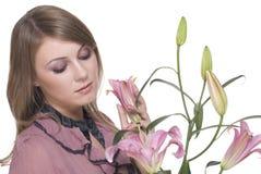 Junge schöne Frau mit Blume Stockfoto