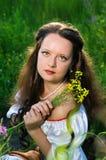 Junge schöne Frau mit Blumen Stockfotos
