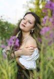 Junge schöne Frau mit dem langen Haar Lizenzfreie Stockfotografie