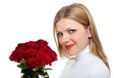 Junge schöne Frau mit einem Bündel Rosen Lizenzfreies Stockbild