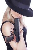 Junge schöne Frau mit einer Gewehr Stockfotografie