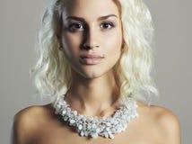 Junge schöne Frau Reizvolles blondes Mädchen Lizenzfreies Stockfoto