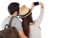 Junge schöne Paare auf einer Reise und einem nehmen selfie Lizenzfreies Stockfoto