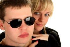 Junge schöne Paare in den Sonnenbrillen Lizenzfreies Stockbild