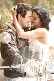 Junge schöne Paare, die Spaß haben stockbilder