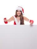 Junge schöne Weihnachtsfrau in Sankt-Hut, der leeres Brett hält Stockbilder