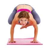 Junge Schönheit, die das Yoga - lokalisiert tut lizenzfreie stockfotos