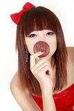 Junge Schönheit mit Schokoladentorte Stockfotos