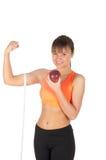 Junge Schönheit nach Eignungszeit und Trainieren mit rotem Apfel Lizenzfreie Stockfotos