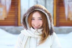 Junge Schönheit. Winterporträt. stockbild