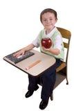 Junge am Schuleschreibtisch Lizenzfreie Stockbilder