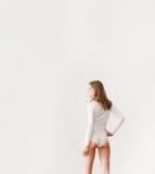 Junge, sexy, geeignete Frau in der Unterwäsche Lizenzfreies Stockfoto