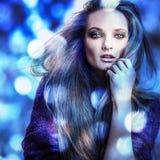 Junge sinnliche romantische Schönheitsfrau. Mehrfarbige Pop-Arten-Art. Stockfoto