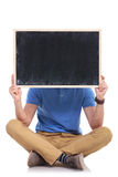 Junge Sitzmannfelle hinter Tafel Stockfotografie