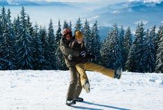 Junge Snowboarders, die herum täuschen Lizenzfreie Stockfotos