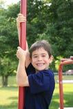 Junge am Spielplatz Lizenzfreies Stockbild
