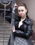 Junge städtische Frau lizenzfreie stockfotografie