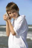 Junge am Strand stockbilder
