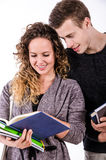 Junge Studenten-Couple Talking After-Klasse Stockbild