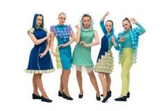 Junge Tänzer in den bunten Kleidern schossen lizenzfreies stockfoto