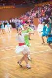 Junge Tänzer, die dem 18. Wettbewerb Guangdongs Dancespots Chamionship sich anschließen Stockfotos