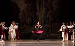 Junge Tänzerballerinen im klassischen Tanz der Klasse, Ballett lizenzfreie stockfotos