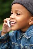 Junge am Telefon stockfotos