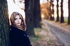 Junge traurige arabische Frau im hijab lizenzfreie stockbilder