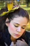 Junge traurige Frau mit Blättern Stockbild
