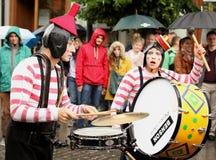 Junge und alte lustige Musiker Lizenzfreie Stockfotografie