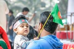 Junge und die Flagge lizenzfreies stockbild