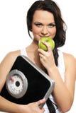 Junge und ein glücklicher Brunette isst einen grünen Apfel Stockbilder