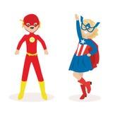 Junge und ein Mädchen in den Masken und in den Klagen von Superhelden Flacher Charakter lokalisiert auf weißem Hintergrund Vektor lizenzfreie abbildung
