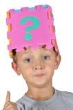 Junge und Fragezeichen 2 Lizenzfreie Stockbilder