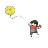 Junge und gelber Ballon Stockfoto