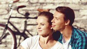 Junge und glückliches Paar, die im Park kühlen Liebe, Verhältnis, ROM Stockbild