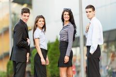 Junge und hübsche Geschäftsleute Lizenzfreie Stockfotografie