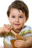 Junge und Honig Lizenzfreie Stockbilder