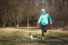 Junge und Hund Stockfoto