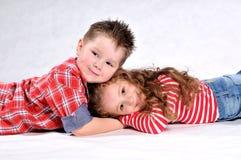 Junge und Mädchen Lizenzfreie Stockfotos