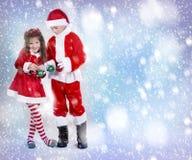 Junge und Mädchen als Sankt und Elfe Stockbilder