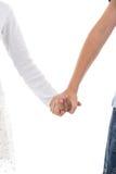 Junge und Mädchen, die ein Versprechen des kleinen Fingers auf Weiß machen Lizenzfreie Stockbilder
