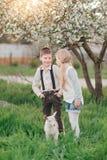 Junge und Mädchen mit dem Kind Lizenzfreie Stockfotografie