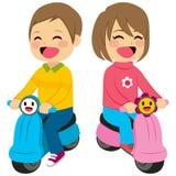 Junge und Mädchen mit Motorrad lizenzfreie abbildung