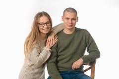 Junge und Mädchen Portrait im Studio auf Weiß Lizenzfreie Stockbilder